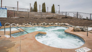vacation-listings-wisconsin-dells-outdoor-hot-tub