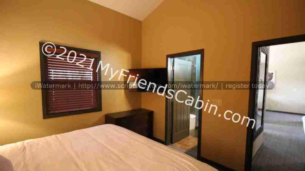 my-friends-cabin-master-bedroom-3