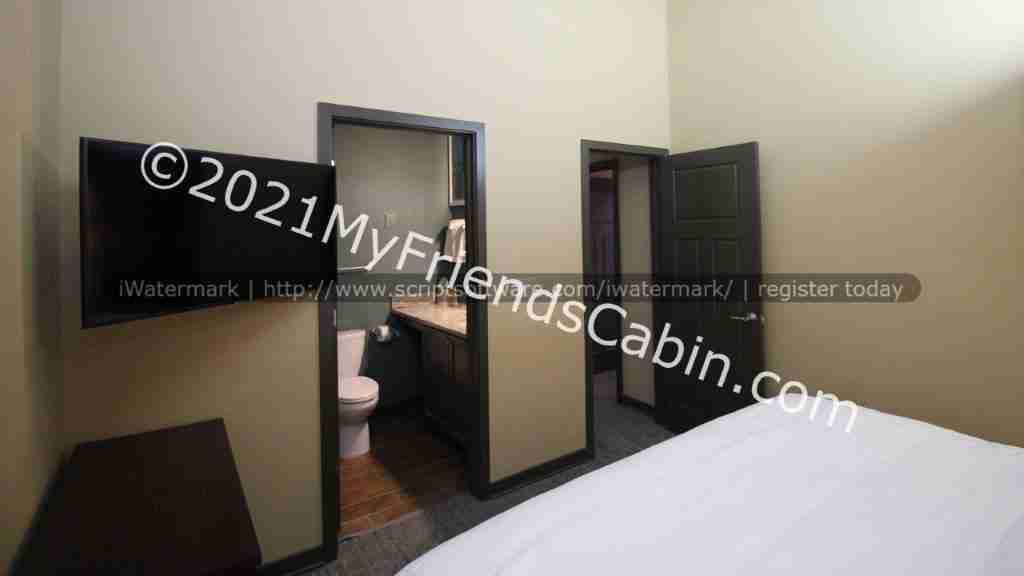my-friends-cabin-master-bedroom-4