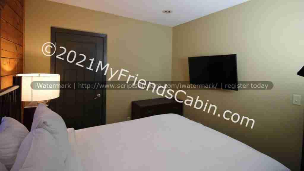 my-friends-cabin-second-bedroom-3