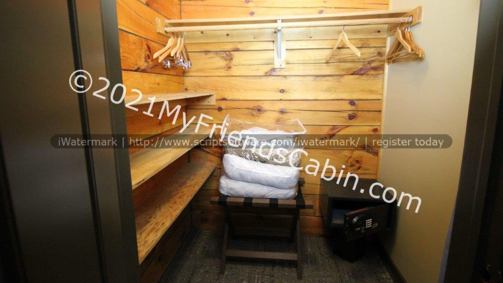 my-friends-cabin-second-bedroom-5