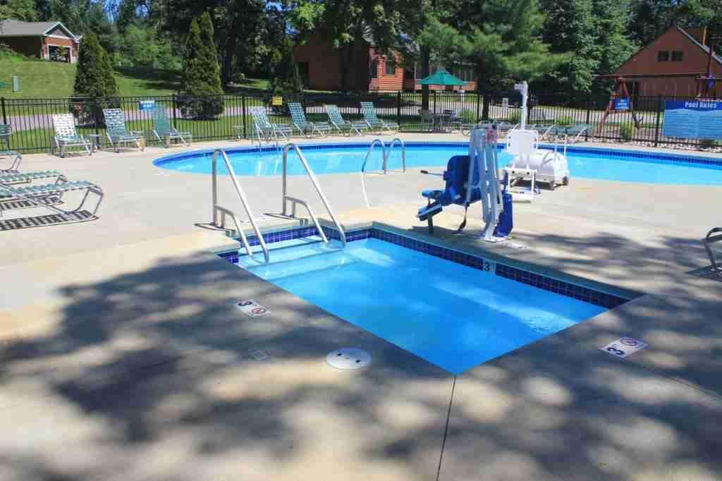 my-friends-cabin-wisconsin-dells-luxury_cabin_rentals-pool